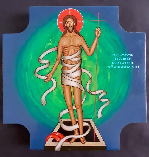Ylösnoussut Jeesus seisoo avoimen haudan partaalla käärinliinoista vapautuneena.