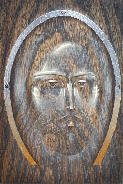 Puulle maalatut Jeesuksen kasvot.
